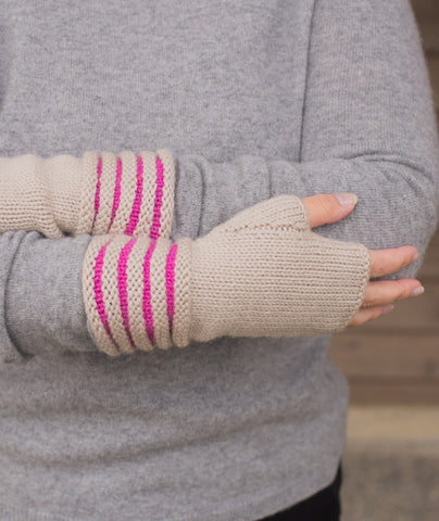 Two-Color Welted Fingerless Gloves Using Big Bad Wool Weepaca