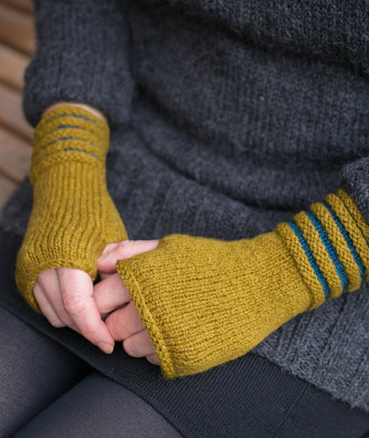 Two-Color Welted Fingerless Gloves Using Shibui Maai