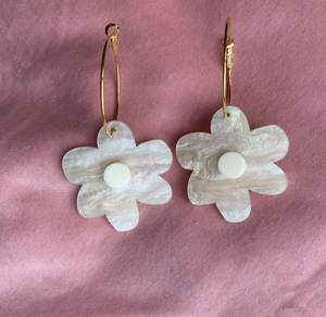 EMELDO - FLOWER POWER EARRINGS -ALMOND PEAR GLITTER WITH CREAM