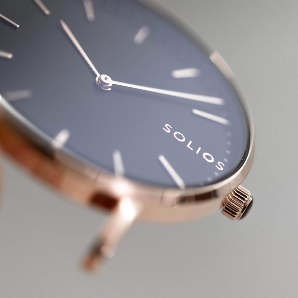 Elegant Solios logo on a minimal black dial and rose gold slim case.