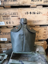 Load image into Gallery viewer, Dutch army Waterbottle & pouch