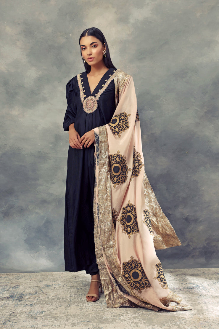 Charcoal Kurta With Embroidered Neckline & Gold Foil Print Odhni