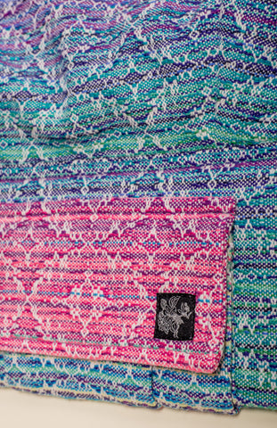 Apple Blossom + ChiciBeanz Handwoven Dreamer (natural weft/kaleidoscope weave) - Nosidełko Tula Signature Preschool