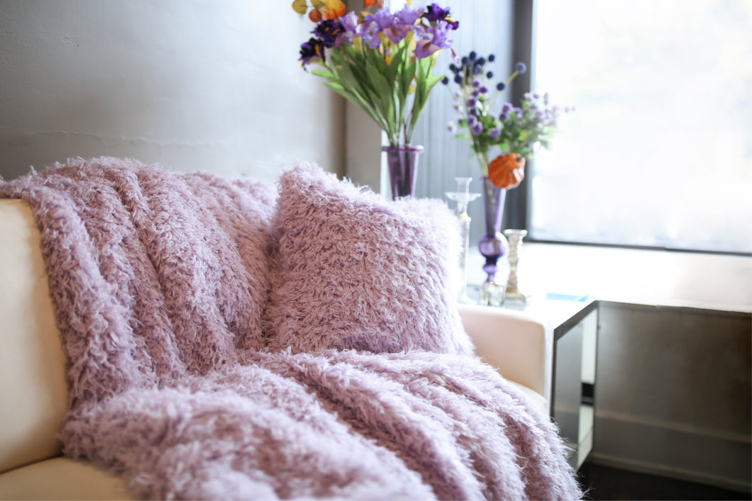 Light Purple Vegan Faukati™ Fur Accent Throw Blanket and Pillow | Imitation Wool Faux Fur Interior Decor - Furmanity