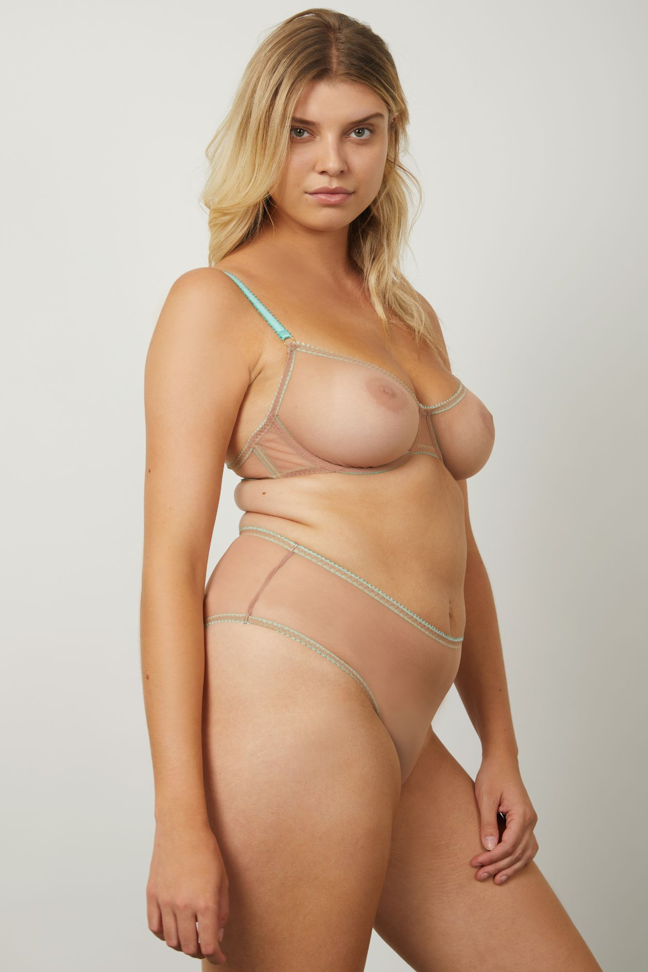 model:Eleanor is wearing a 34DD