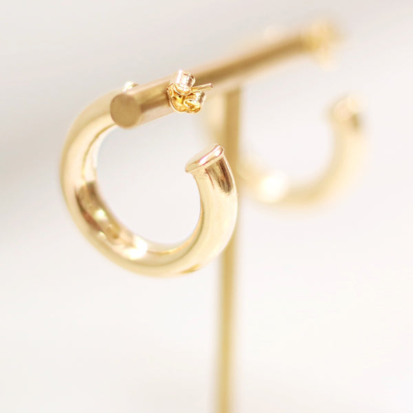 taudrey ahead of the curve open ended thick gold hoop earrings