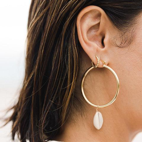 taudrey kelly collab playa collection bold thick gold earring with hanging shell detail