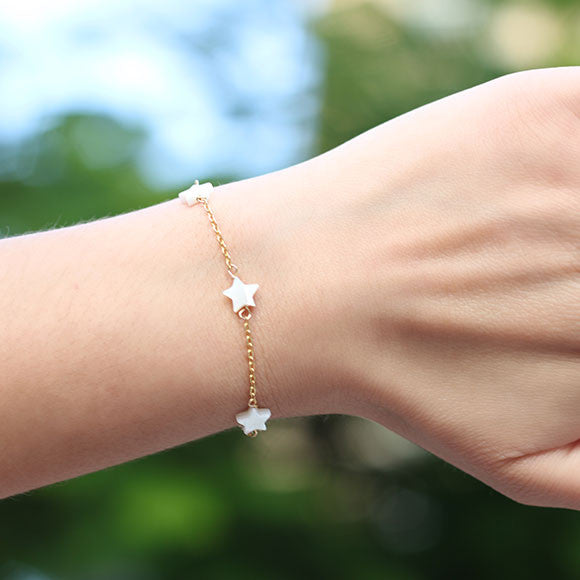 taudrey lucky stars gold chain three pearl star bracelet