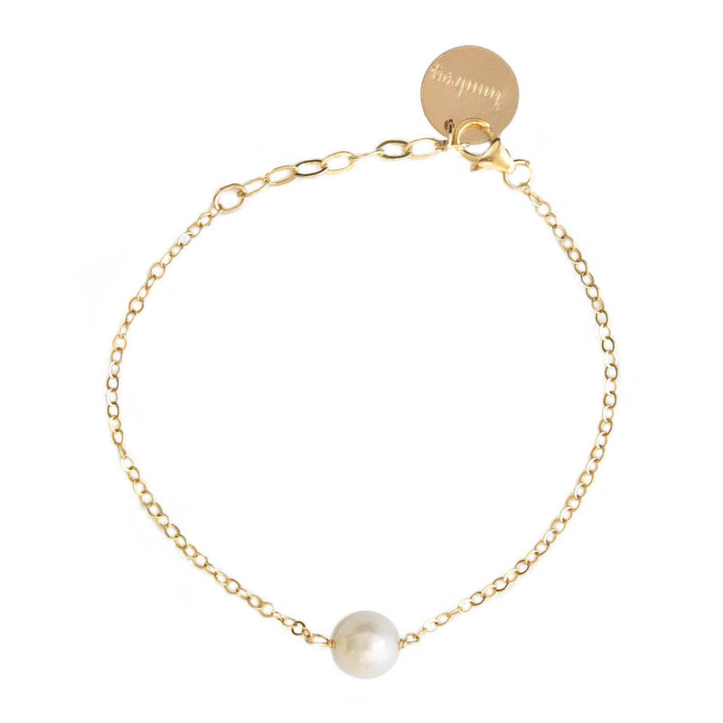 taudrey dainty pearl detail on gold chain bracelet