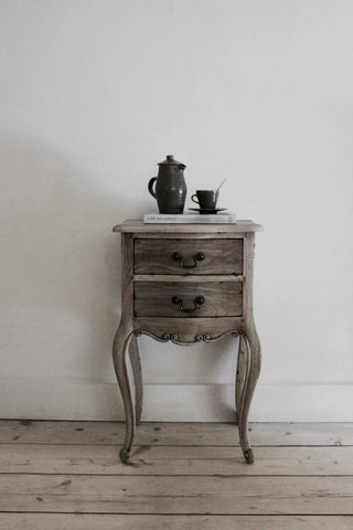 Traditional 2 Drawer Bedside Cabinet