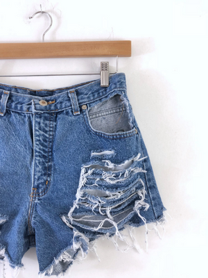 Distressed pockets cut out shorts