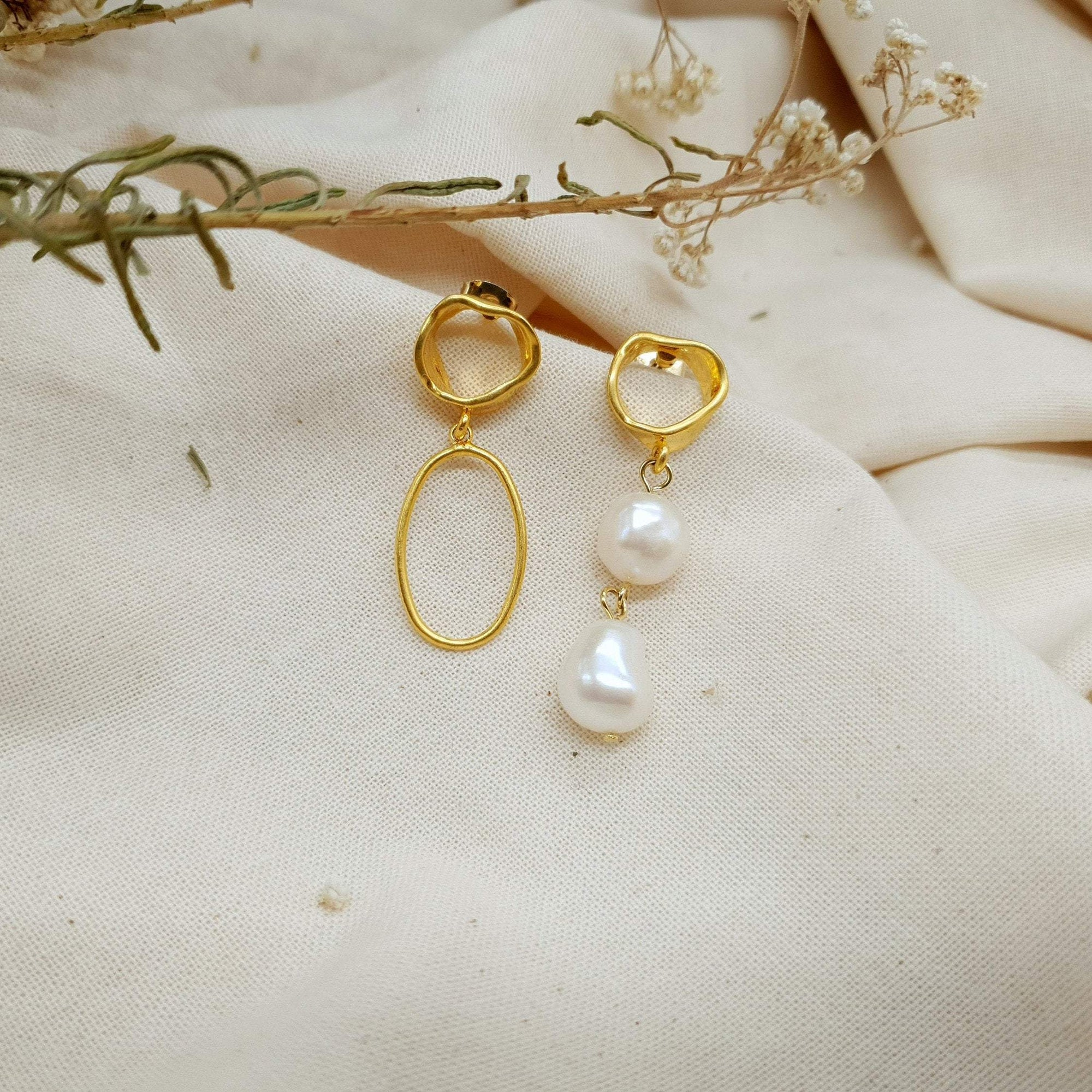 Natural Baroque Circular Pearl Earrings