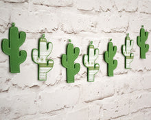 Green_cactus_garland_for_nursery_or_kids_room