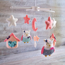 Coral_and_navy_baby_mobile_with_owls