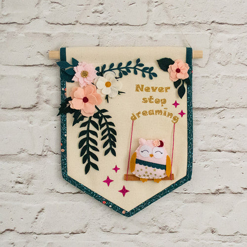 Pastel_floral_banner_with_a_cute_owl