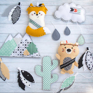 Gray_and_mint_garland_with_a fox_and_a_bear
