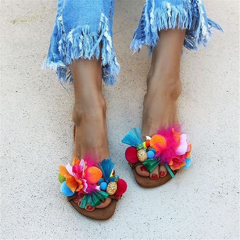 Women's Color Hair Ball Decoration Flat Slippers