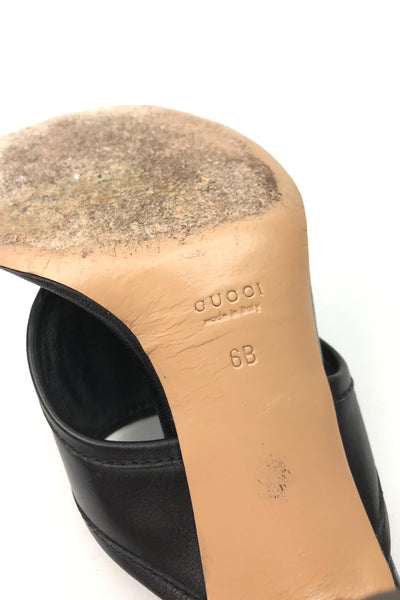 GUCCI Smooth Black Leather Interlocking GG Thong Sandals SHW