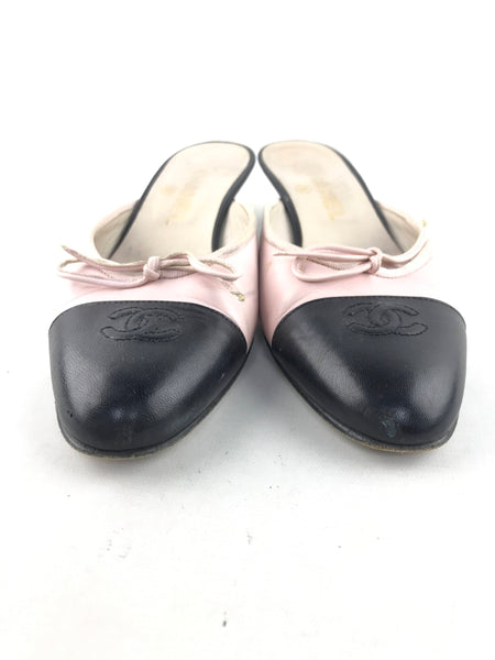 CHANEL 2 tone black/light pink leather rounded toe heeled sandal
