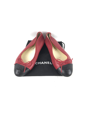 CHANEL Red/Black Lambskin Cap-Toe Ballet Flats