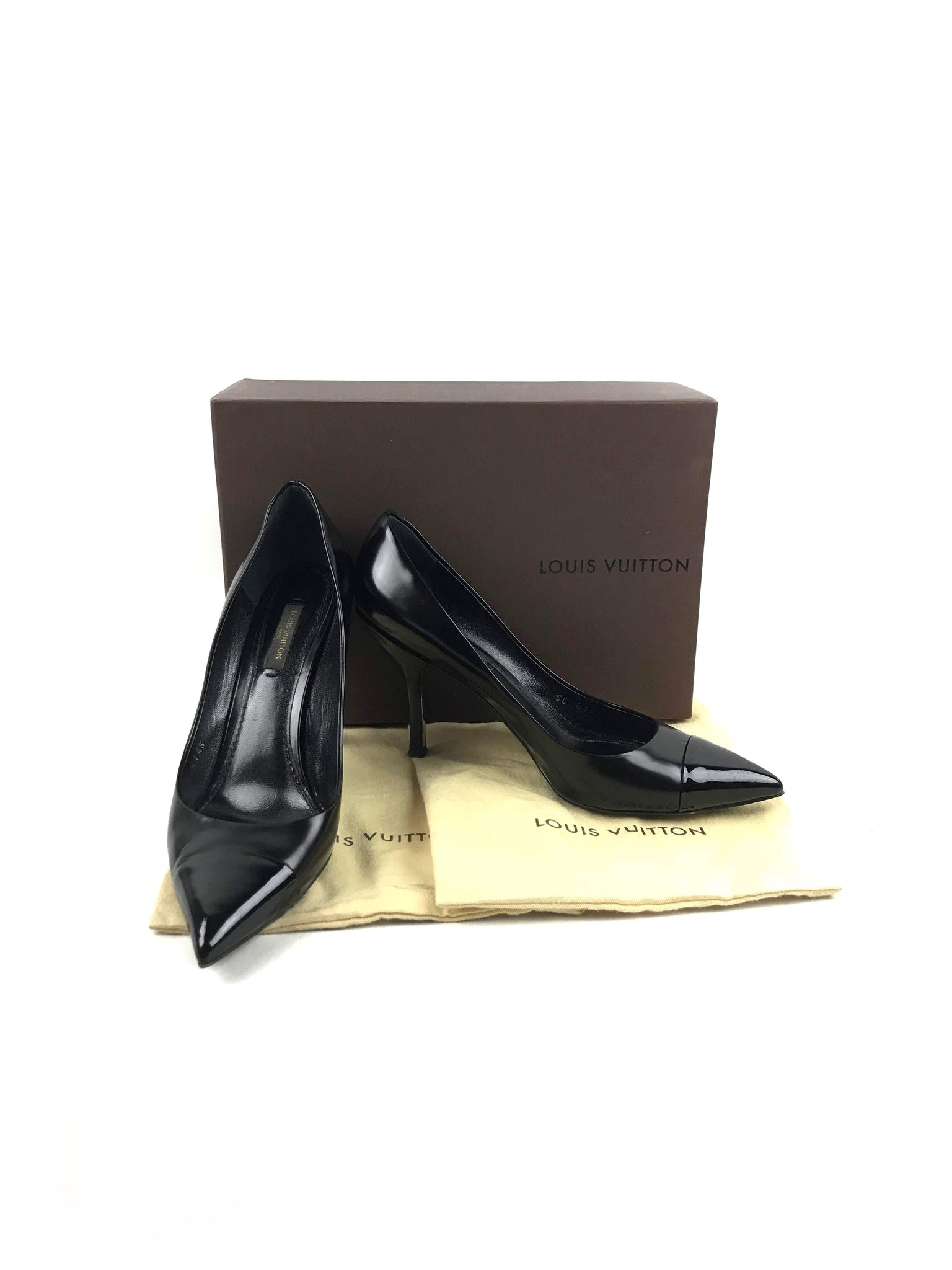 LOUIS VUITTON Black Leather Pointed Toe Pumps