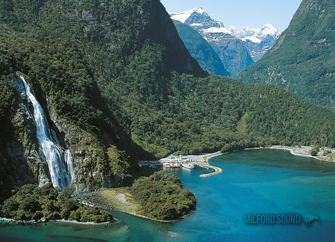 LFI066 - Milford - Large Postcard - Postcards NZ Ltd