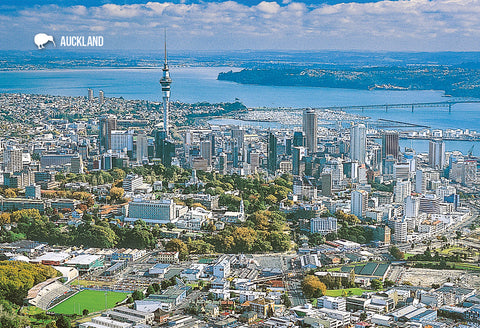 SAU97 - Auckland City And Sky Tower - Small Postcard - Postcards NZ Ltd