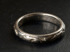 1917 Platinum Ivy Wedding Band