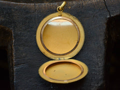 c1900 Plain Round Locket