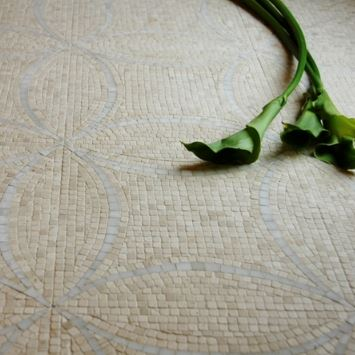 Interlocking Circles | Crema Marfil / Thassos / Stone Mosaic for Walls and Floors