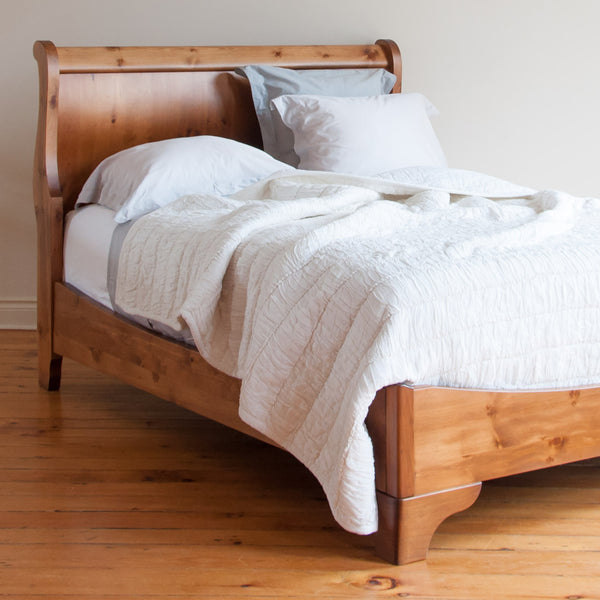 Avigail sleigh bed in williams
