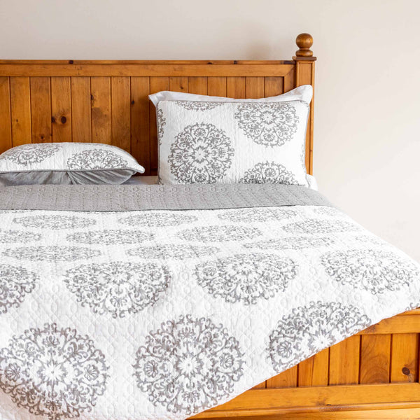 Annabelle Quilt Set in Grey Floral