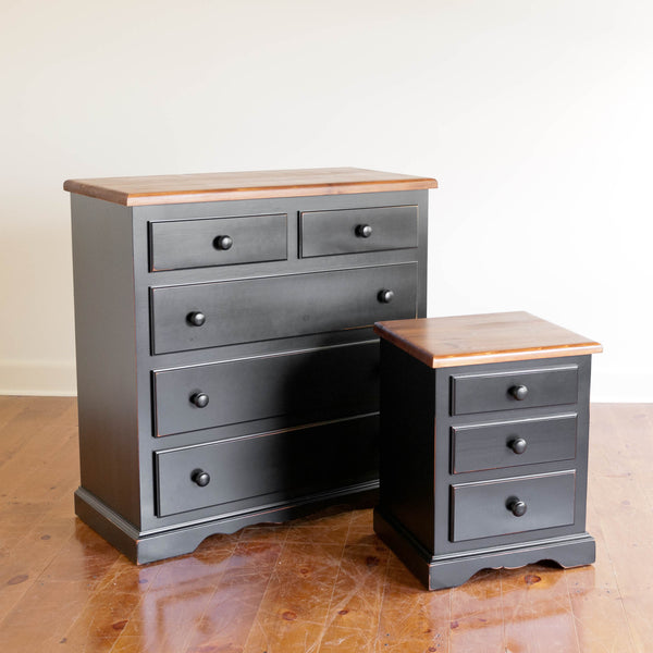 Cassidy Nightstand in Black/Williams