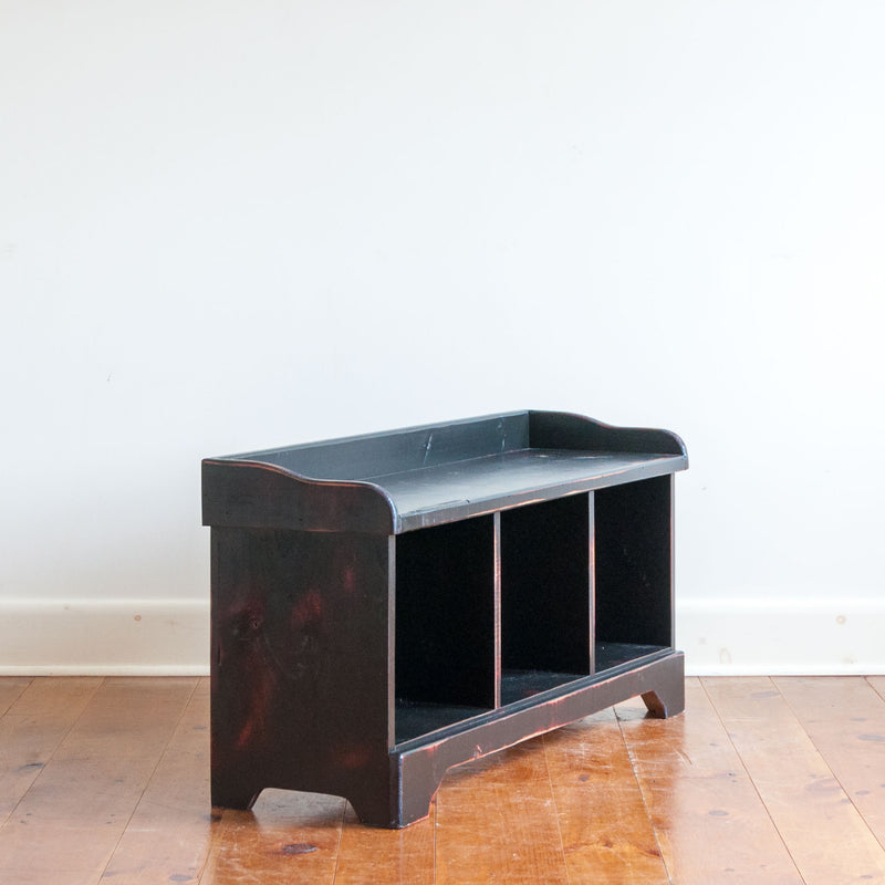 Cubby Bench in Vintage Black/Red