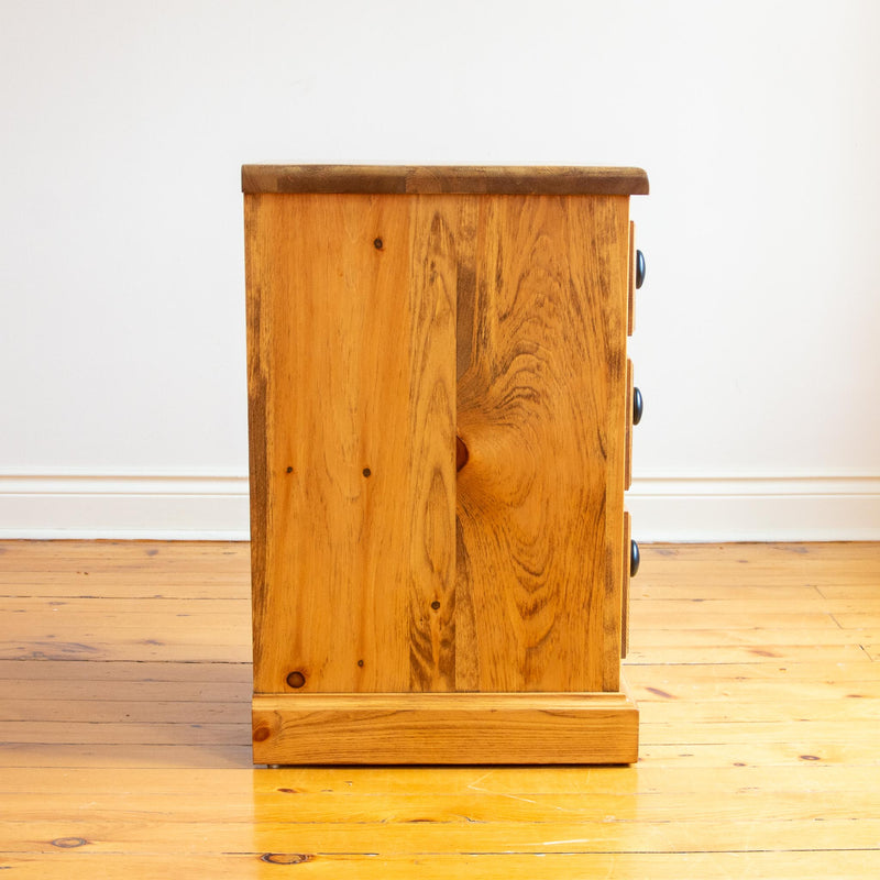 Cassidy Nightstand in Finhaven