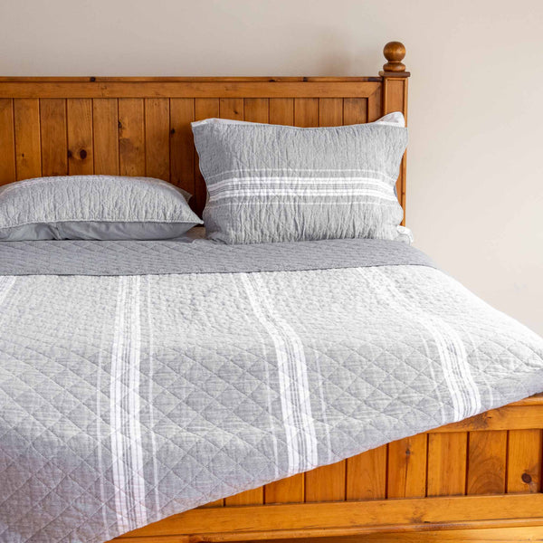 Oliver Quilt Set in Grey Stripe