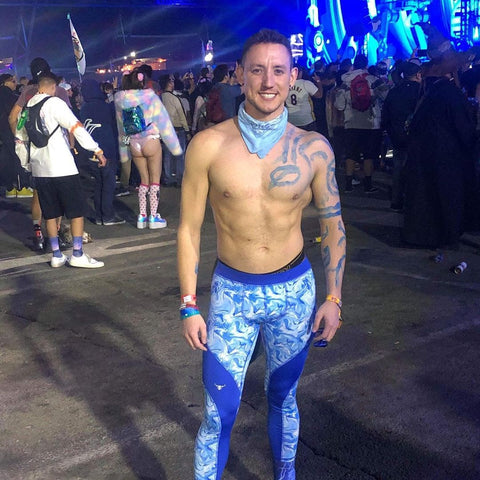 festival goer wearing white and blue meggings