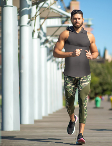 male running in a marathon wearing green camo meggings
