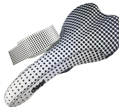 Charge spoon saddle in Dots black and white