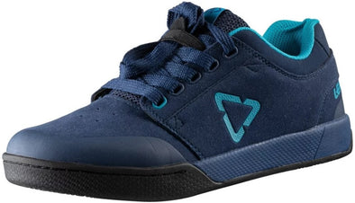Casual dark blue Leatt mtb riding shoes for flat pedals.