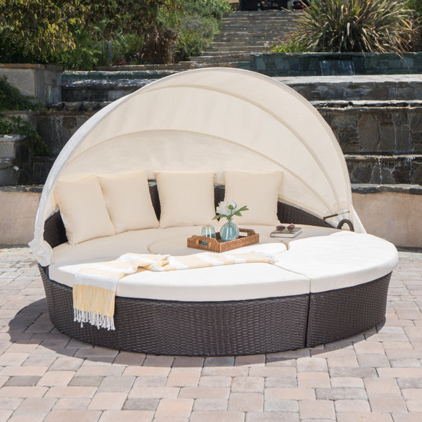 Candel Outdoor Wicker Daybed With An Aluminum Frame