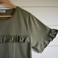 Load image into Gallery viewer, Kinsley flutter front top - olive