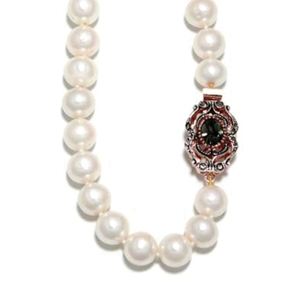 Cultured Freshwater Pearl Necklace / White
