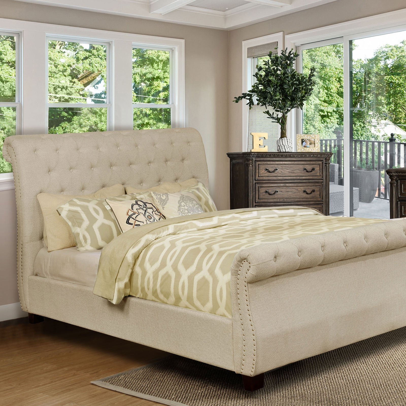 Emanuela 5 Pc. Queen Bedroom Set with Chest - InteriorDesignsToGo.com