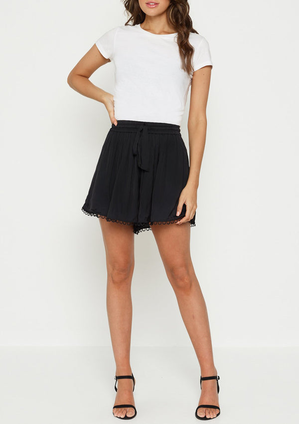 Luxe Deluxe Look Twice Rouleau Trim Short