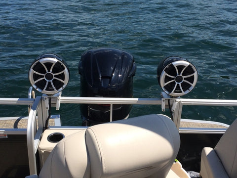 Boat speakers mounted with V-Lock system