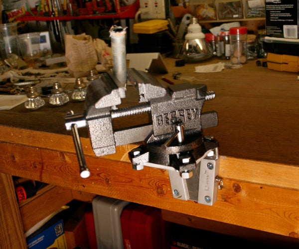 V-Lock system for the work bench