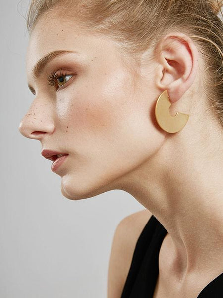 Big Fan Stud Earrings |  Grandes brincos do parafuso prisioneiro - Modernly Fashome