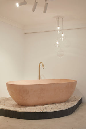 Valencia bath dusty pink showroom side view