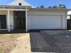 Drainage cell or turf cell and can used to make a gravel cell. Laying the drainage cell accordingly, then filling the space with gravel.